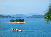 万绿湖畔镜花缘或船游万绿湖、桂山大峡谷漂流、住龙源温泉度假村两天经典游