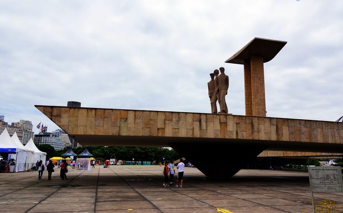 二战烈士纪念碑