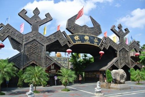 甘什岭槟榔谷原生态黎苗文化旅游区
