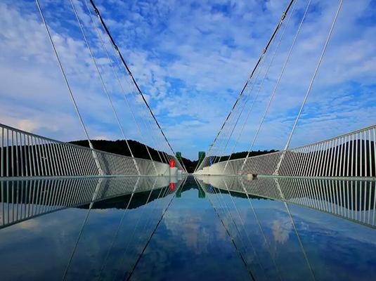 【皇冠玻璃桥】大峡谷玻璃桥 黄龙洞 芙蓉镇 苗寨 凤凰古城高铁四日游